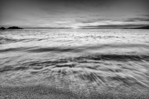 incoming-wave-bw_web