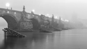 karluv-most-panoramatic-bw_web